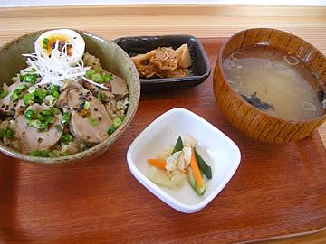 アメヤ食堂の焙じ茶豚丼