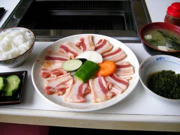 お食事処 越前の焼肉豚バラ定食