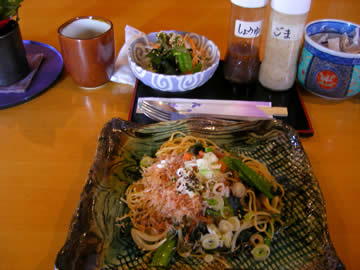 聖蔵(ひじりくら)の山菜ヘルシースパゲティランチ