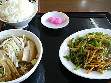 台湾家庭料理 福興の青椒肉絲セット