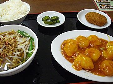 台湾家庭料理 福興のエビチリセット