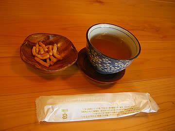 蕎麦工房 一休のそばカリントウと蕎麦茶