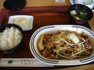 グリルいこいの鶏モツ炒めランチ