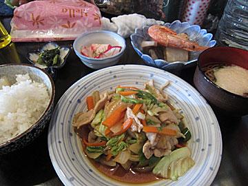 酒&喫茶 彩の野菜炒めランチ