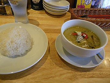 タイ食堂ジャークジャイタイフード センター の鶏肉とナスの特性グリーンカレー