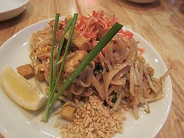タイ食堂ジャークジャイタイフード センターのタイ式焼きビーフン「バッタイ」