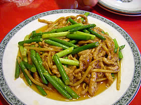 華龍亭の豚肉とにんにくの芽の炒め物