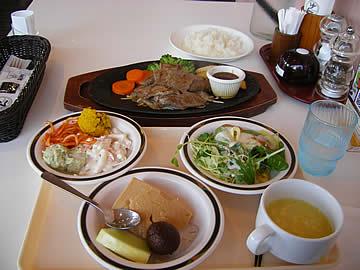ステーキハンバーグ&サラダバー けん の牛カットステーキ