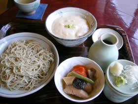 蕎麦処欅庵のつはもりそばと麦とろ飯のセット