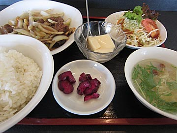 龍苑 穴水の牛肉とブロッコリー炒めのランチ