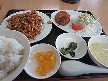 台湾料理 四季紅の細切り鶏肉の甘味味噌炒めのランチ