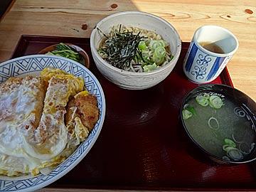 末よし庵のカツ丼定食