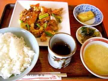 中華レストラン昇龍の豚肉とイカのピリ辛炒めの定食