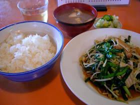 珍来飯店の肉ニラ定食