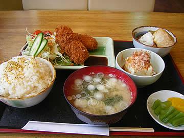 ティーラウンジ鶴のカニクリームコロッケ定食
