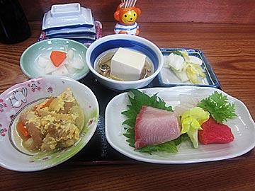 魚料理・民宿 やまじゅうのぶりかま焼き定食