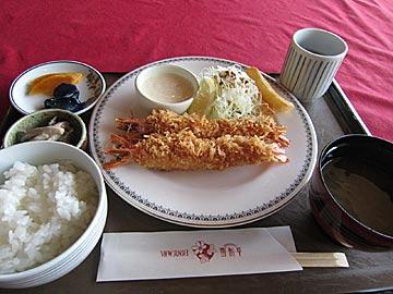 レストラン「雪割草」の海老フライ定食