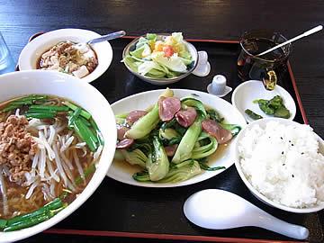 遊福亭のダックと青梗菜炒めランチ