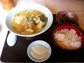 丸太屋のソーキソバ定食