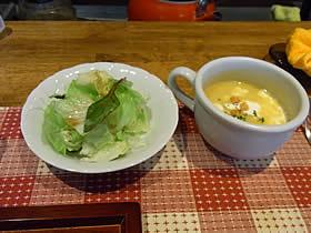 レストランすかーいのコーンスープとサラダ