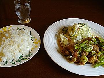 カフェレストラン点の揚げ鶏のネギソース