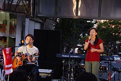 5タウンフェスタ片町ホコ天2013の千寿のステージ