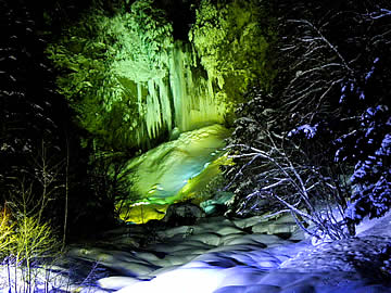 平湯大滝のライトアップ