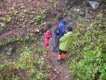 岩間噴泉塔への道