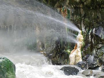 岩間噴泉塔