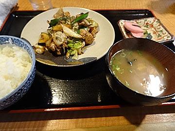 郷土料理屋「泉坂」の鶏ちゃんの定食