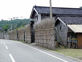 小浦出バス停付近の家