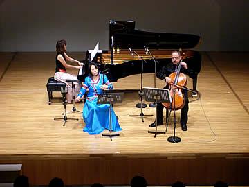 アジア民族音楽フェスティバルの二胡と洋楽器のコラボレーション