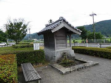 門前の樋の水