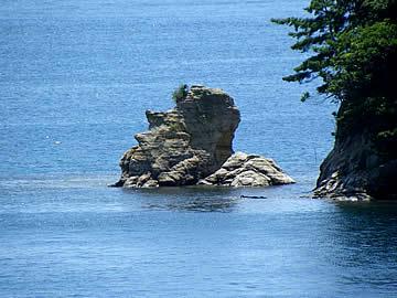 九十九湾の顔面岩