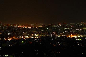 卯辰山の専光寺東山廟所の墓地の夜景